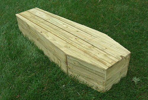 ScareFX: $25 Full-Size Toe-Pincher Coffin: The Coffin
